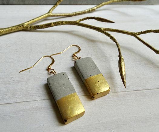 Boucles d'oreille en béton rectangles avec doré by Icy Mouse